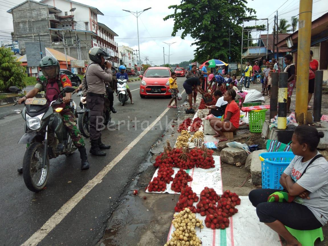 Cegah Penyebaran Corona, Gabungan TNI-Polri di Manokwari Berikan Imbauan Kepada Masyarakat 3 IMG 20200321 WA0077