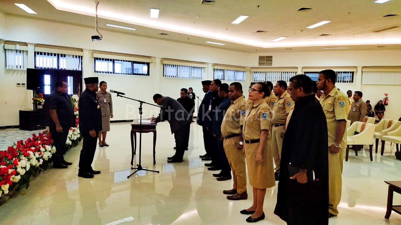 Resmi Dilantik, Wempi Mandacan Jabat Kepala Biro Pengadaan Barang dan Jasa Papua Barat 1 IMG 20200327 WA0014