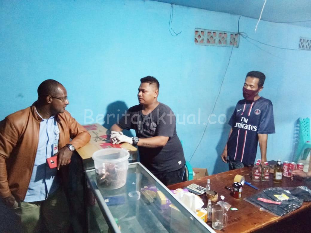 Anggota DPRD Kota Sorong Sidak Penjual Miras Yang Masih Buka Larut Malam 1 20200408 010149