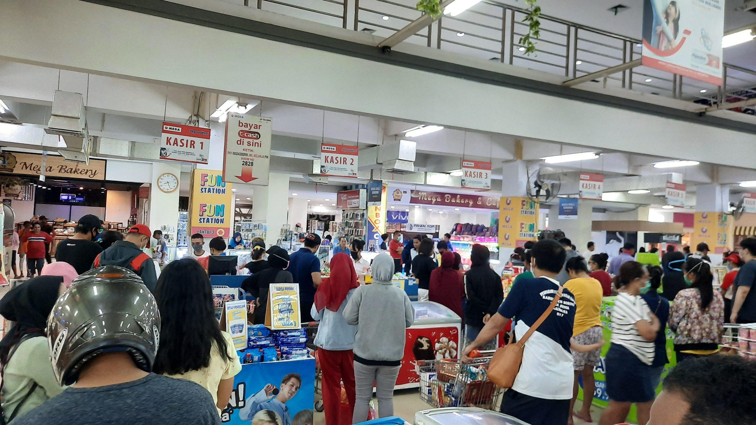 Info Kota Sorong Berhenti 3 Hari Belum Pasti, Namun Warga Terlanjur Padati Supermarket Dan Pasar Remu 3 20200408 202546 scaled