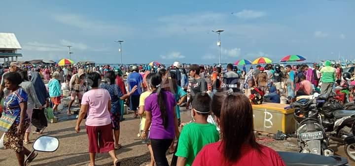 Info Kota Sorong Berhenti 3 Hari Belum Pasti, Namun Warga Terlanjur Padati Supermarket Dan Pasar Remu 2 IMG 20200409 WA0030 1