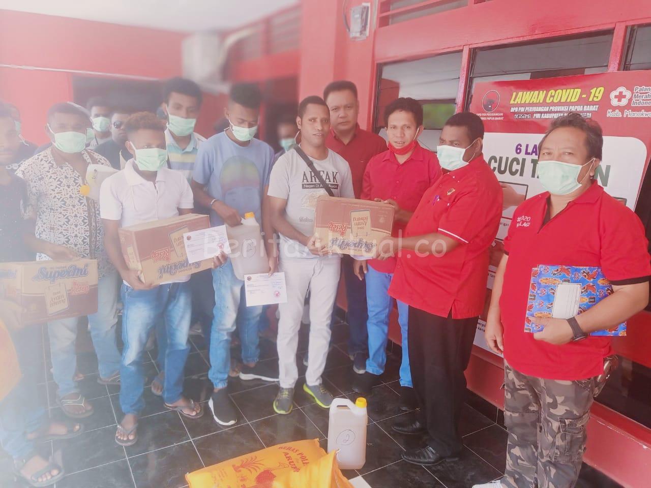 24 Asrama Mahasiswa di Manokwari Dapat Bantuan Bapok Dari DPD Partai PDIP PB 3 IMG 20200411 WA0021