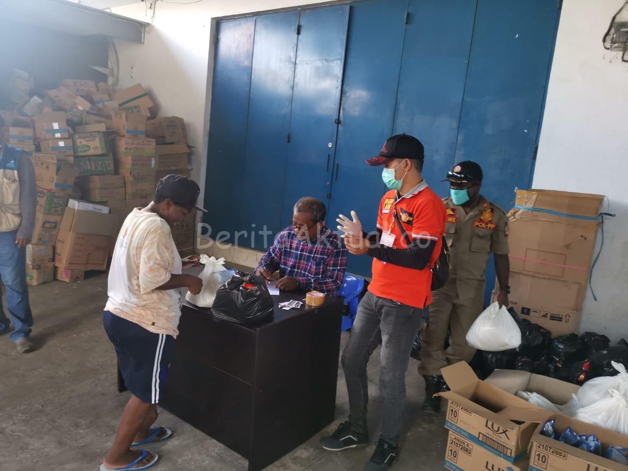 Warga Kota Sorong Terdampak Covid-19 Dapat Bantuan Sembako 1 IMG 20200412 WA0043