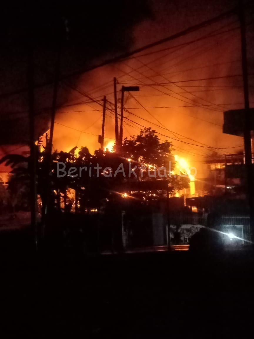Satu Rumah Warga di Jalan Feri Kota Sorong Dibakar Massa 1 IMG 20200414 WA0029