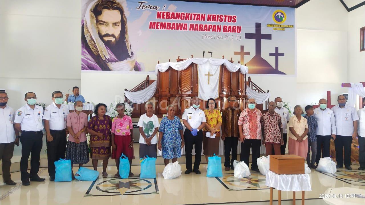 Pemprov PB Bagi 2.756 Paket Sembako ke 12 Gereja Dan 2 Masjid di Manokwari 2 IMG 20200415 WA0026