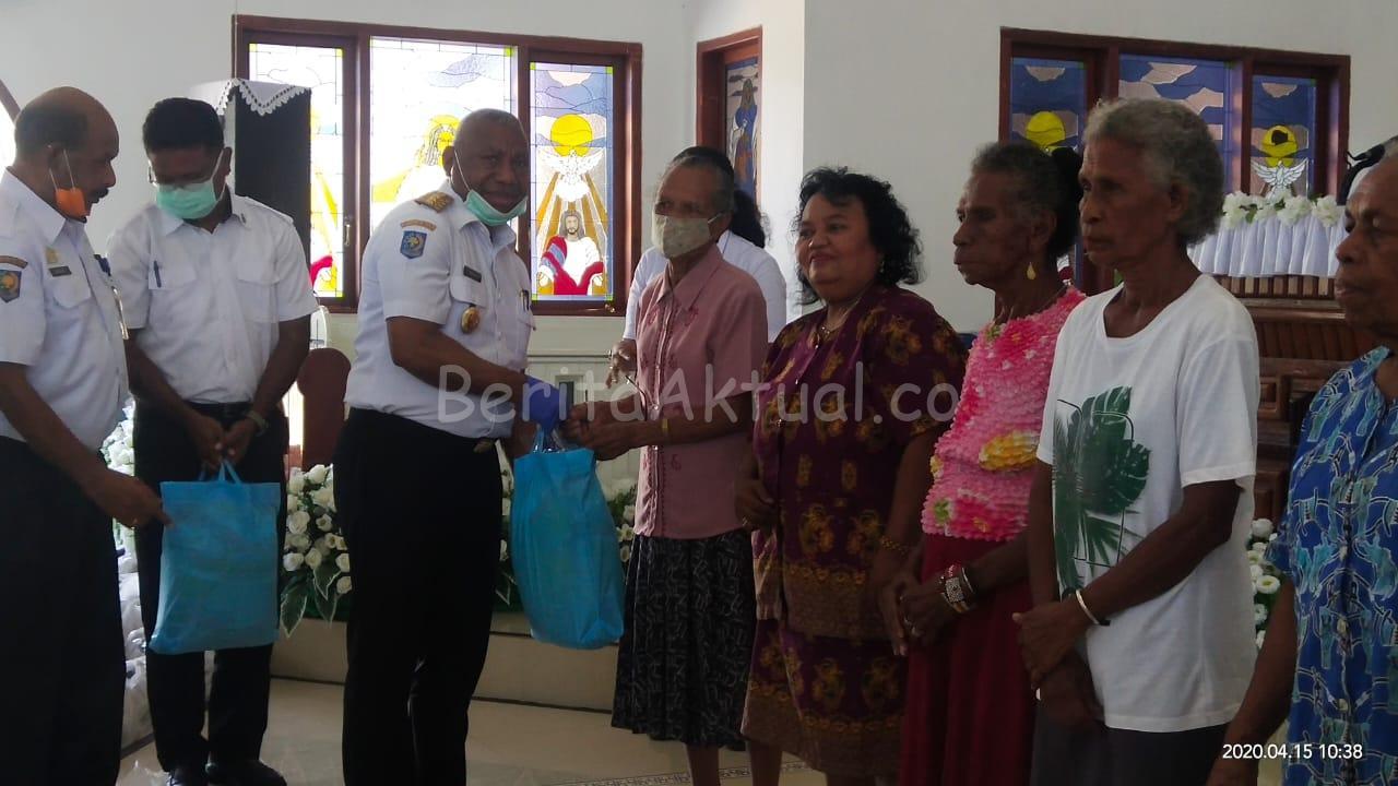 Pemprov PB Bagi 2.756 Paket Sembako ke 12 Gereja Dan 2 Masjid di Manokwari 2 IMG 20200415 WA0027