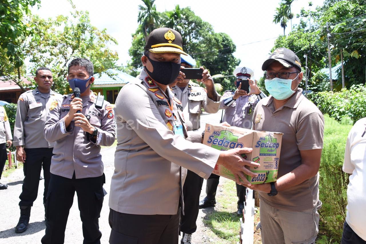 Polda Papua Barat Bersama Kodam XVIII Kasuari, Bagi-Bagi Sembako di Sanggeng 2 IMG 20200415 WA0034