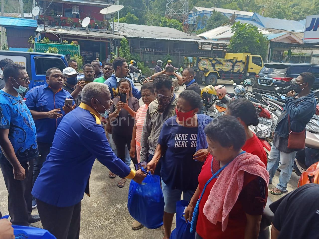 DPW NasDem Salurkan 11.600 Paket Sembako ke Kabupaten-Kota se Papua Barat 1 IMG 20200416 WA0026