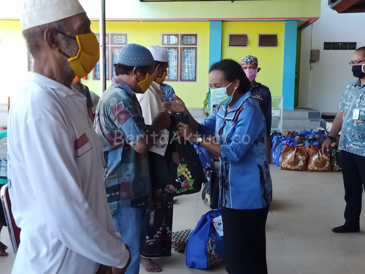 Peduli Umat, Keluarga Mandacan-Kiriweno Serahkan 1.250 Paket Bapok ke Gereja Dan Masjid 2 IMG 20200416 WA0054