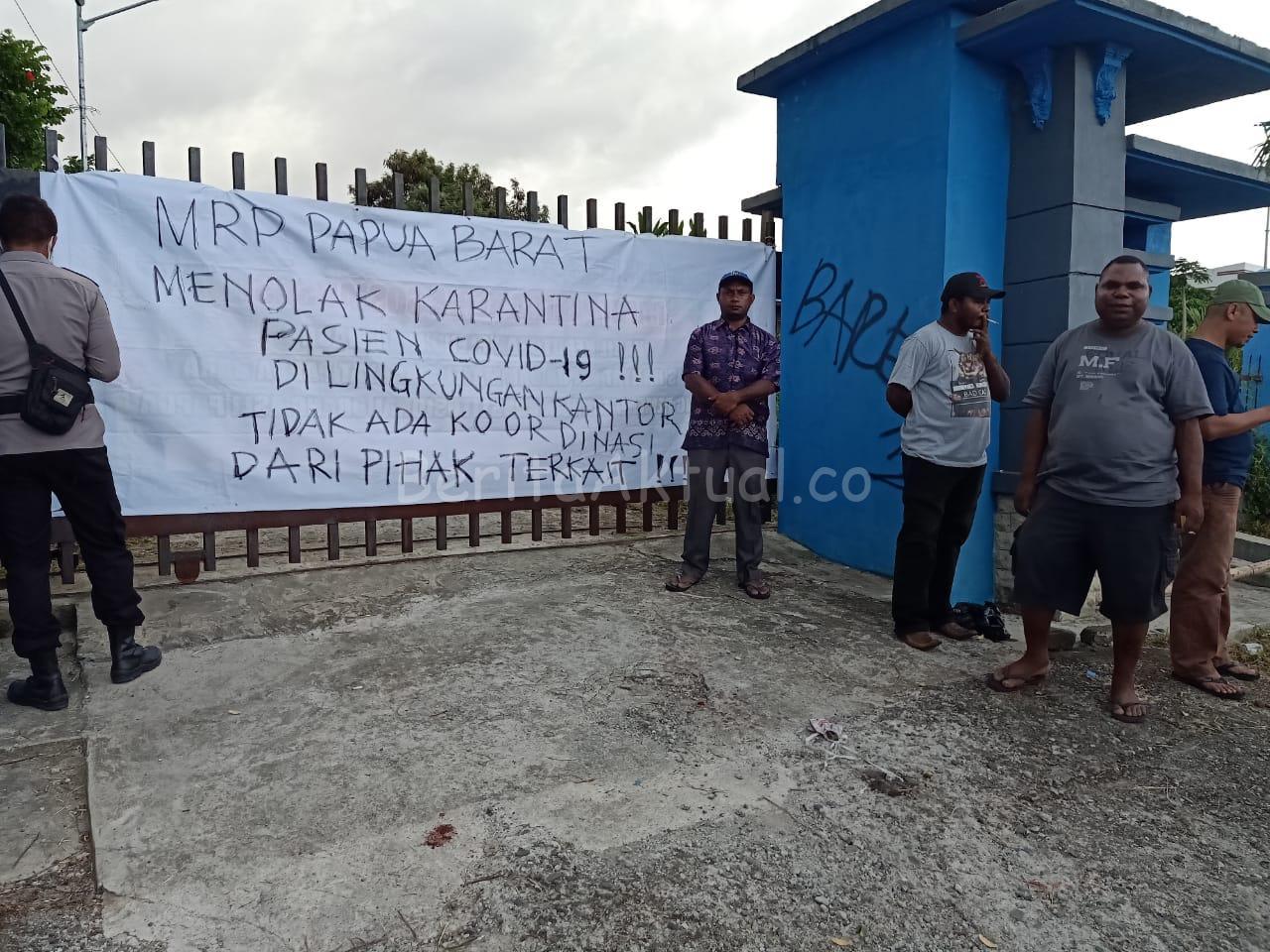 Hendak Diisolasi di Kantor Balai UMKM, Warga Manokwari Tolak 2 Pasien COVID-19 2 IMG 20200417 WA0029