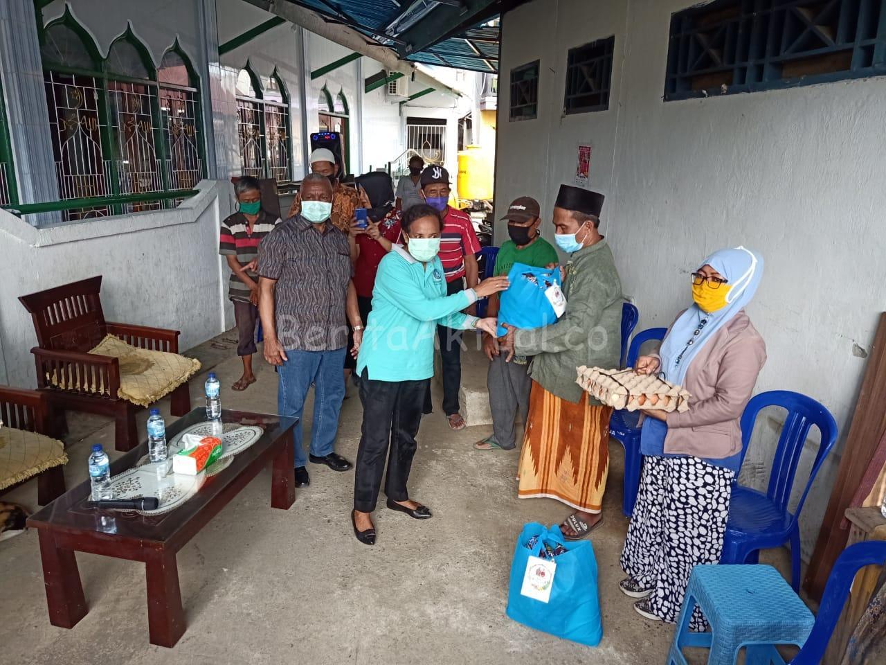 Lagi, Keluarga Mandacan -Kiriweno Serahkan 521 Paket Bama ke Ratusan Umat di Manokwari 5 IMG 20200418 WA0035