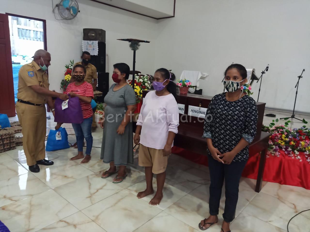 Lagi Dan Lagi Keluarga Dominggus Mandacan - Kiriweno Bagi 1.602 Bama ke 4 Gereja di Manokwari 4 IMG 20200420 WA0032