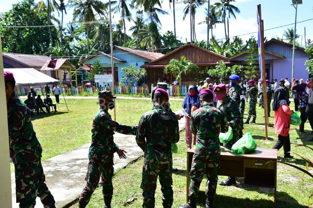 Ditengah Wabah Corona, Lantamal XIV Sorong Bagi Sembako Untuk Warga Pulau Raam 23 IMG 20200423 WA0025