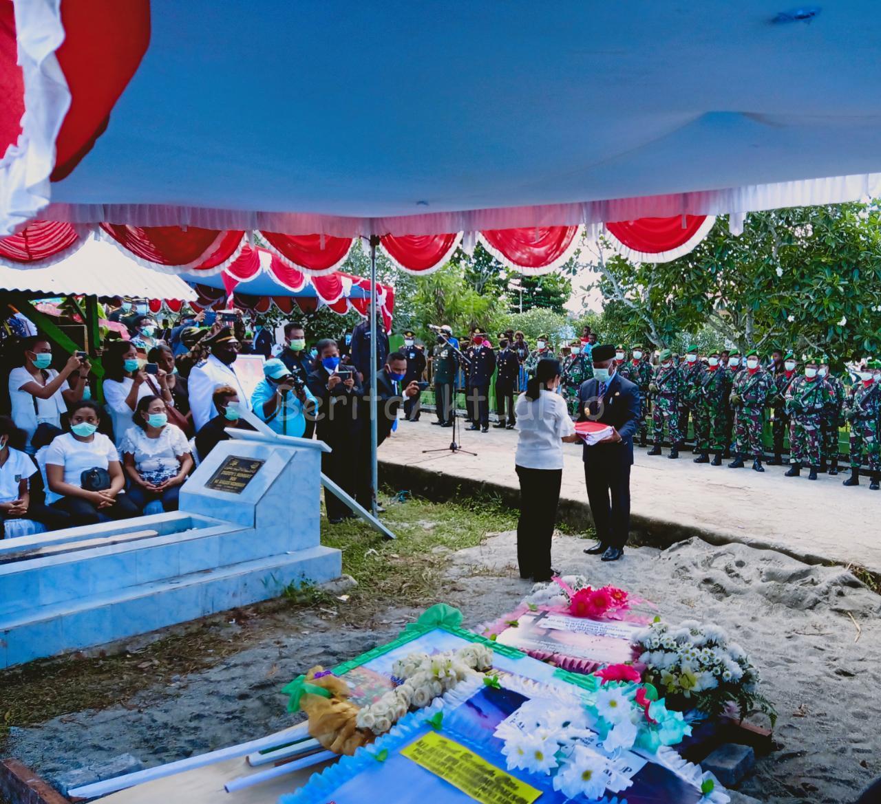 Gubernur PB, Pimpin Pemakaman Alm. Bupati Manokwari Demas Paulus Mandacan 1 IMG 20200423 WA0031