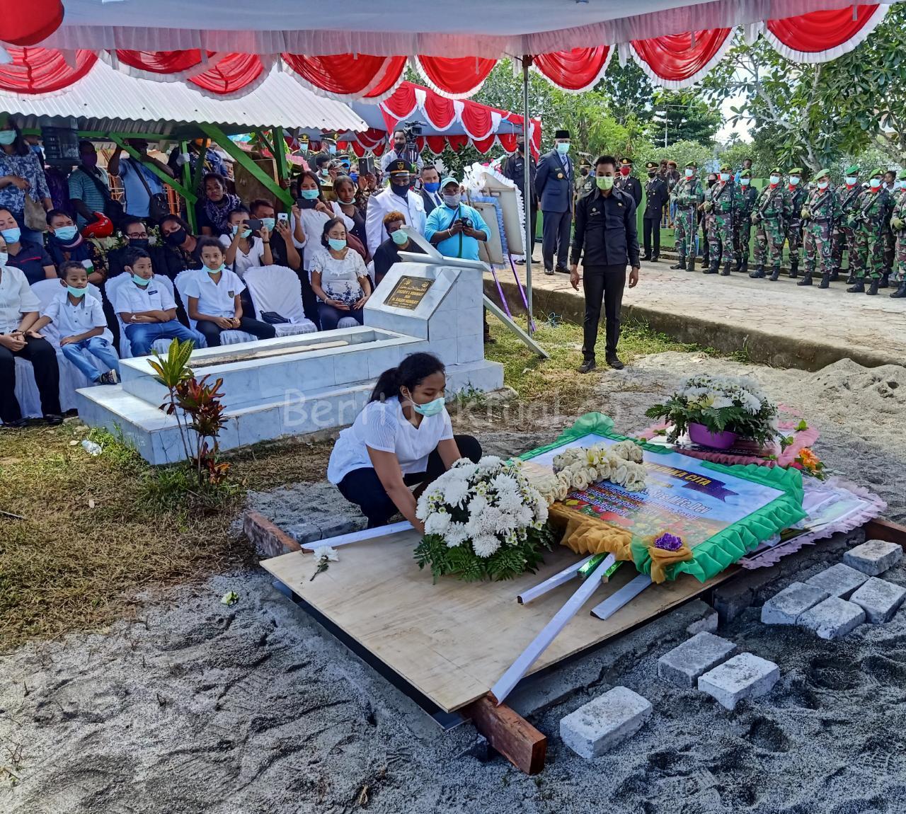 Gubernur PB, Pimpin Pemakaman Alm. Bupati Manokwari Demas Paulus Mandacan 3 IMG 20200423 WA0038