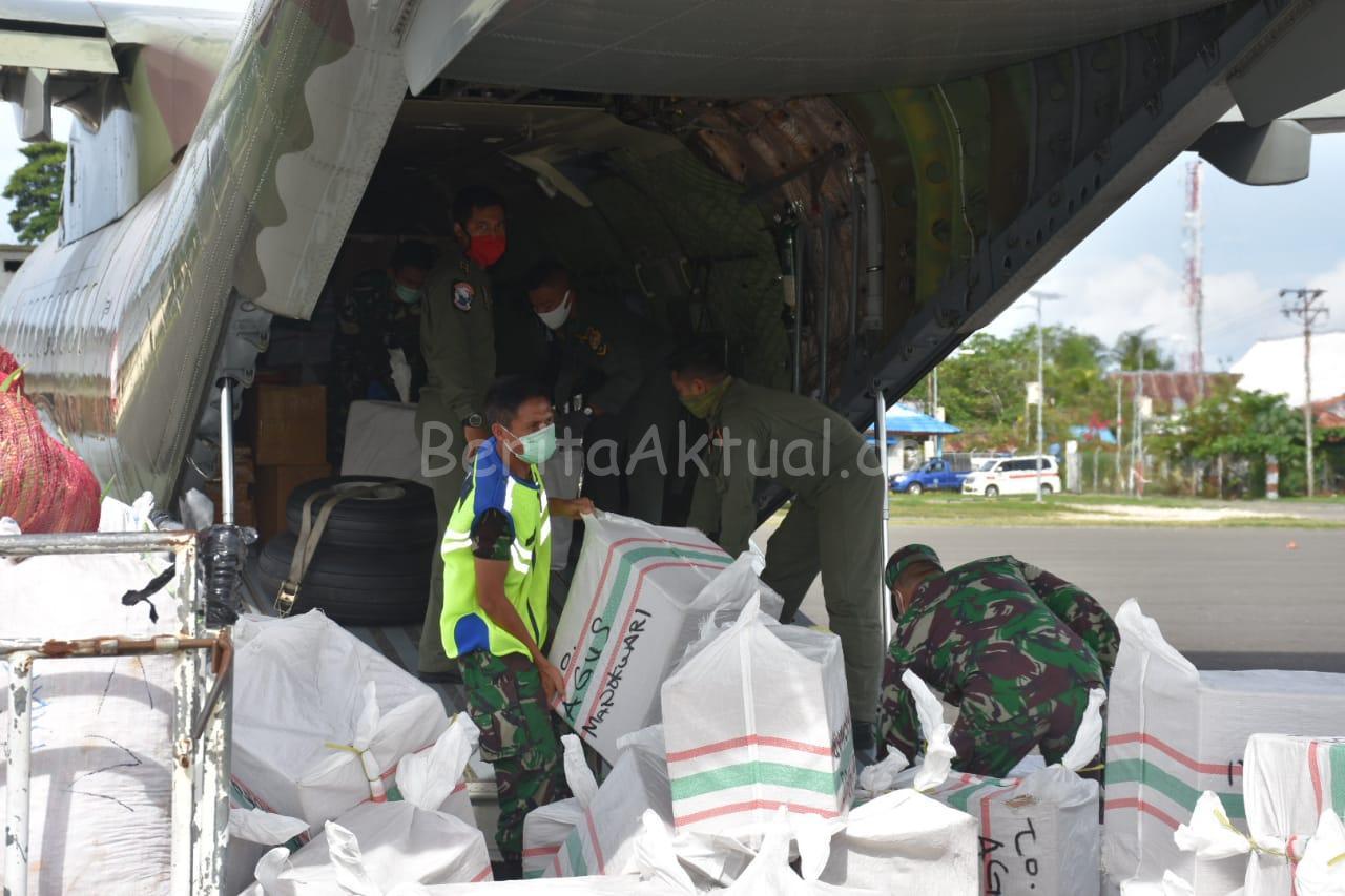 Bantuan 6.500 APD Tiba di Manokwari, Kodam XVIII/Kasuari Bantu Distribusi 7 IMG 20200429 WA0059
