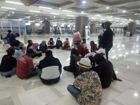 30 Mahasiswa Sorong Yang Terlantar di Makassar, Walikota Bantu 50 Juta 5 w644 1