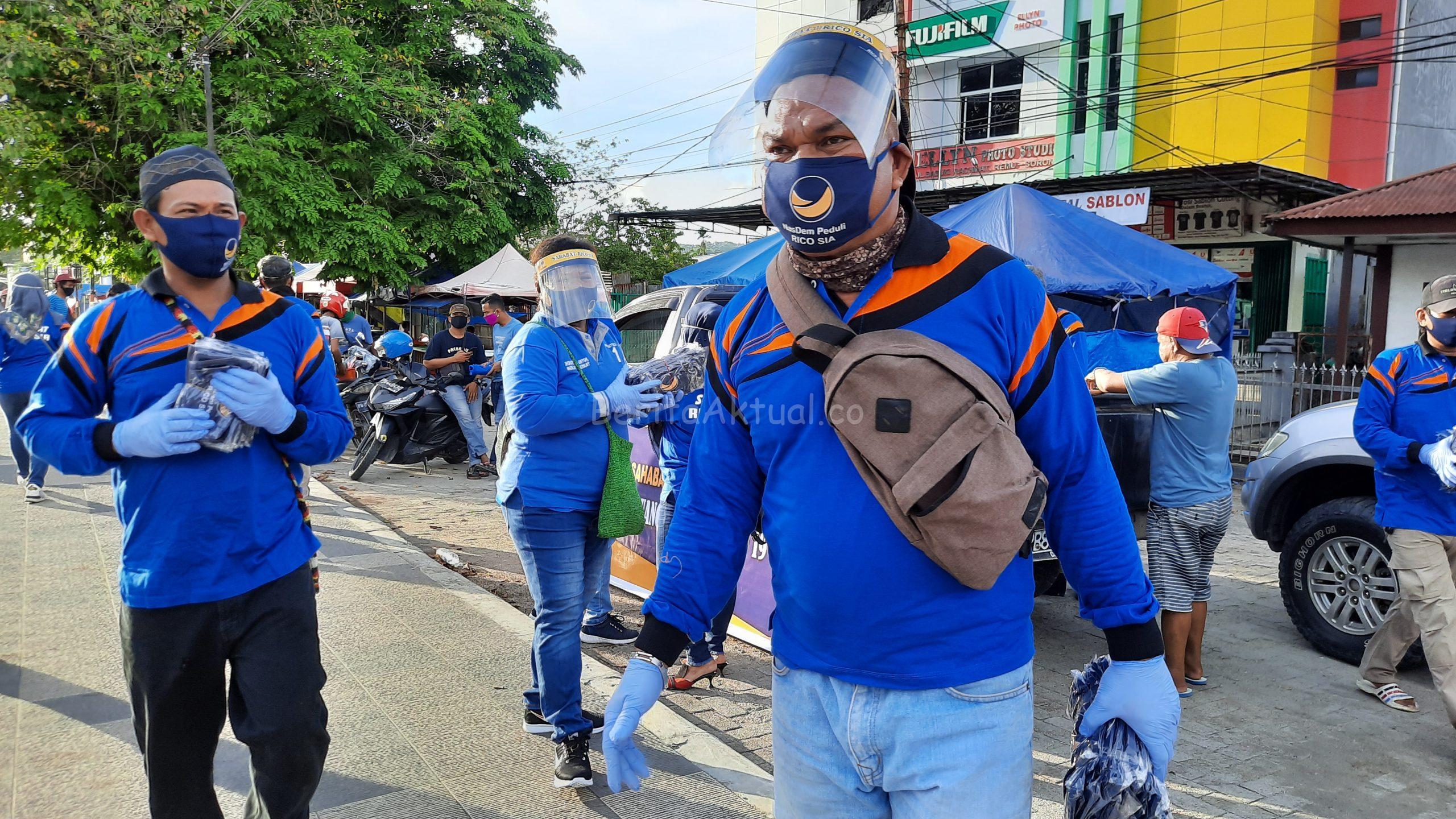 Peduli Corona, Partai NasDem Dan Sahabat Rico Sia Bagi APD Serta Takjil di Terminal Kota Sorong 4 20200503 170841 1 scaled