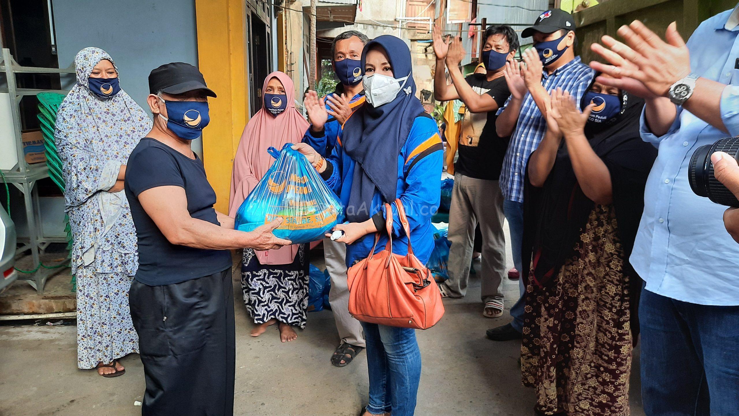 NasDem Peduli Dan Sahabat Rico Sia Salurkan 500 Paket Bama Untuk Warga Pasar Baru Kota Sorong 1 20200515 170546 scaled