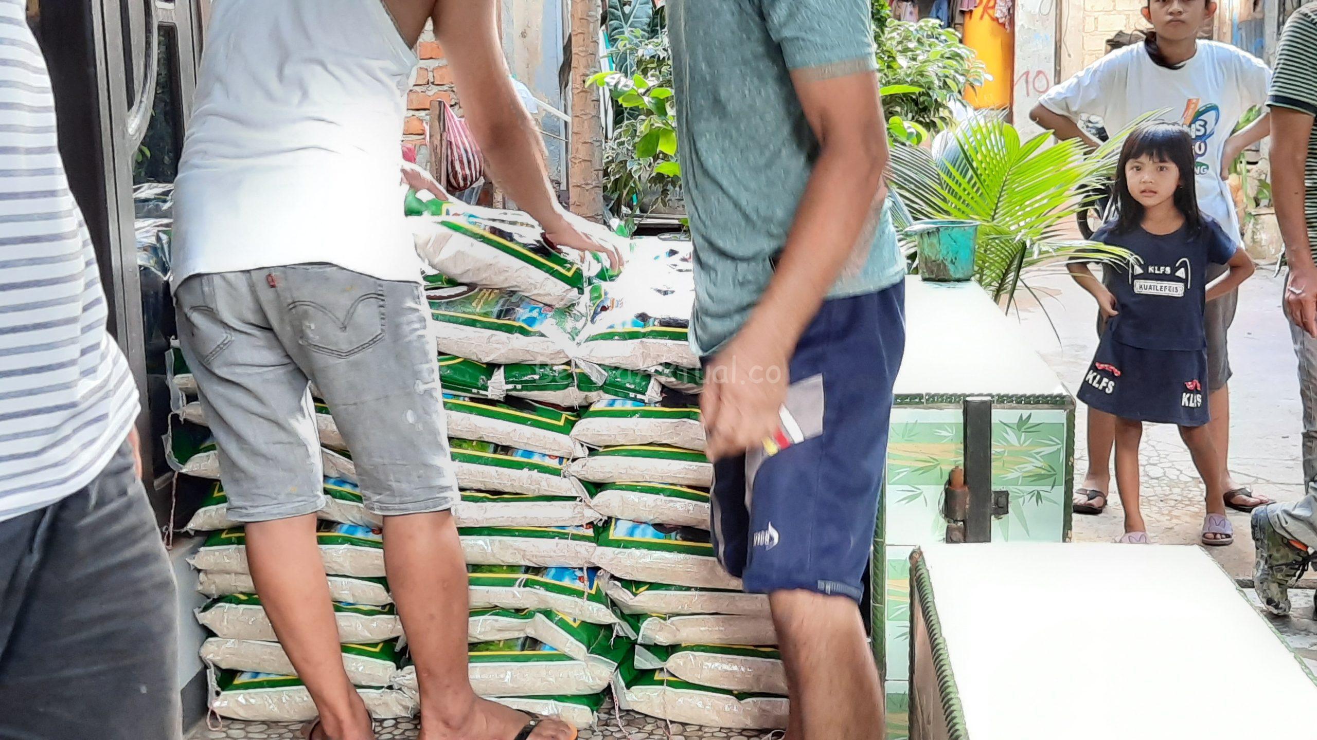 NasDem Peduli Dan Sahabat Rico Sia Salurkan 500 Paket Bama Untuk Warga Pasar Baru Kota Sorong 4 20200515 171350 scaled