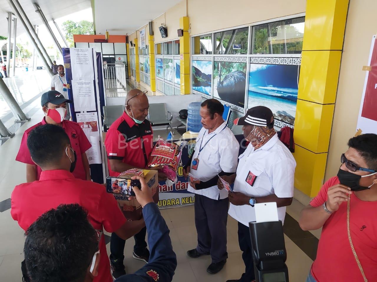 DPD PDIP Papua Barat Bagikan 1.000 Paket Bapok 1 IMG 20200504 WA0038