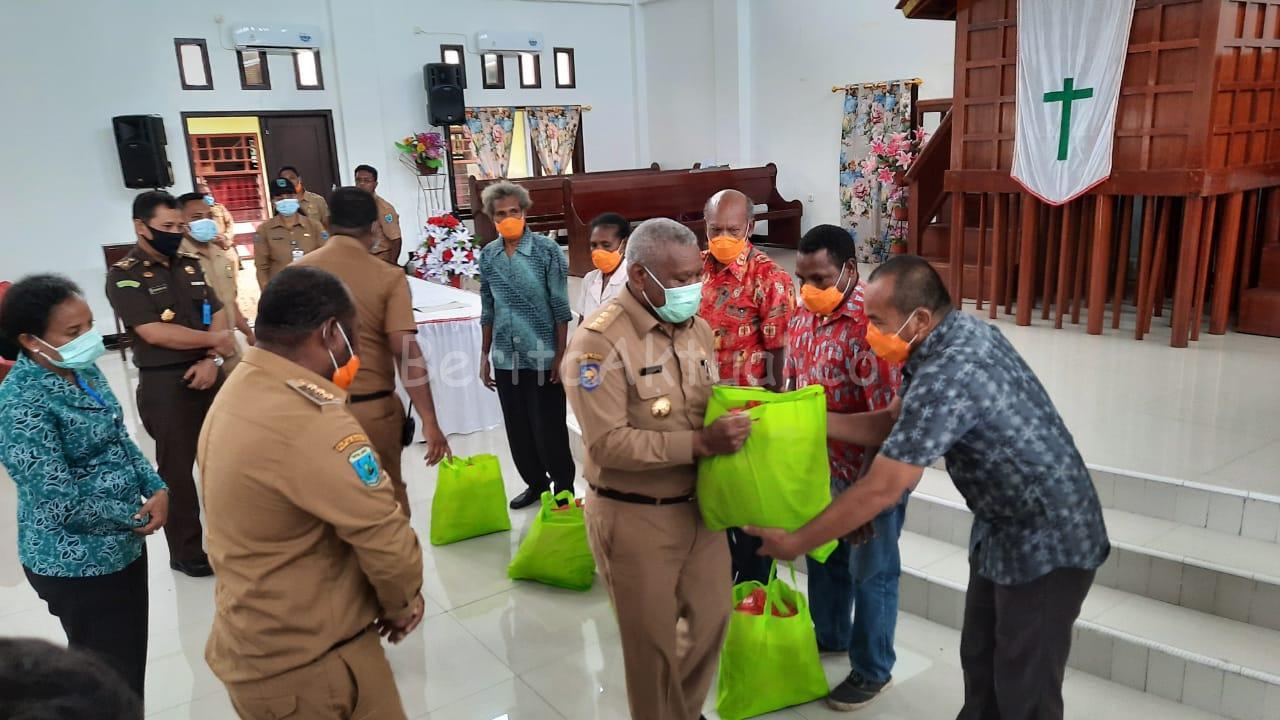 Gubernur PB Serahkan 2.553 Paket Bama Untuk Masyarakat Kabupaten Mansel 3 IMG 20200512 WA0001
