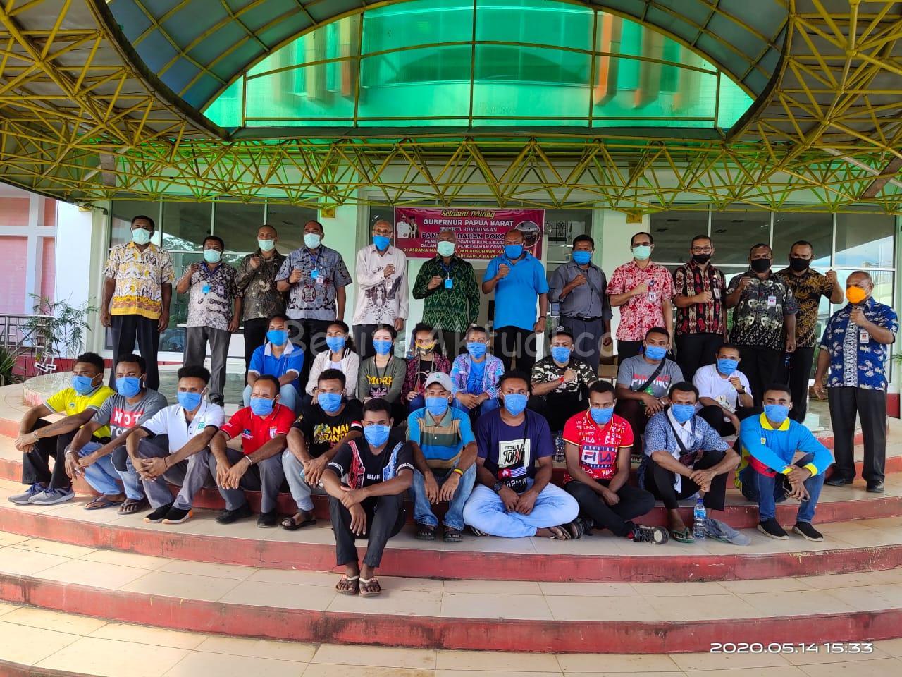 Gubernur PB Serahkan 283 Paket Bama Untuk 11 Asrama Mahasiswa UNIPA 1 IMG 20200514 WA0032