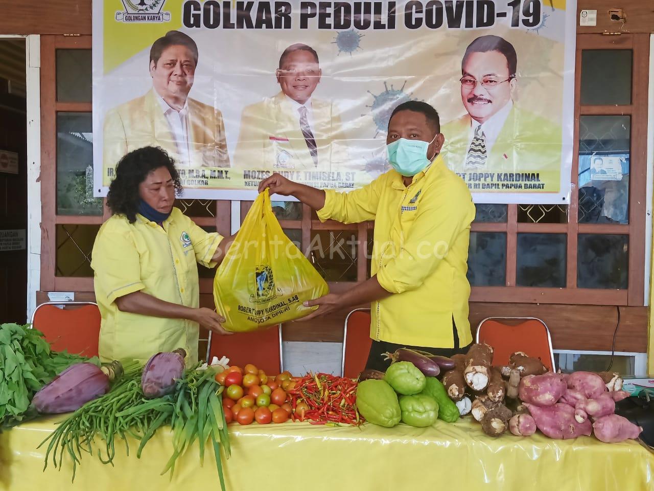 DPD Partai Golkar Papua Barat Bagi 1.000 Paket Pangan Lokal Untuk Masyarakat Manokwari 16 IMG 20200515 WA0035