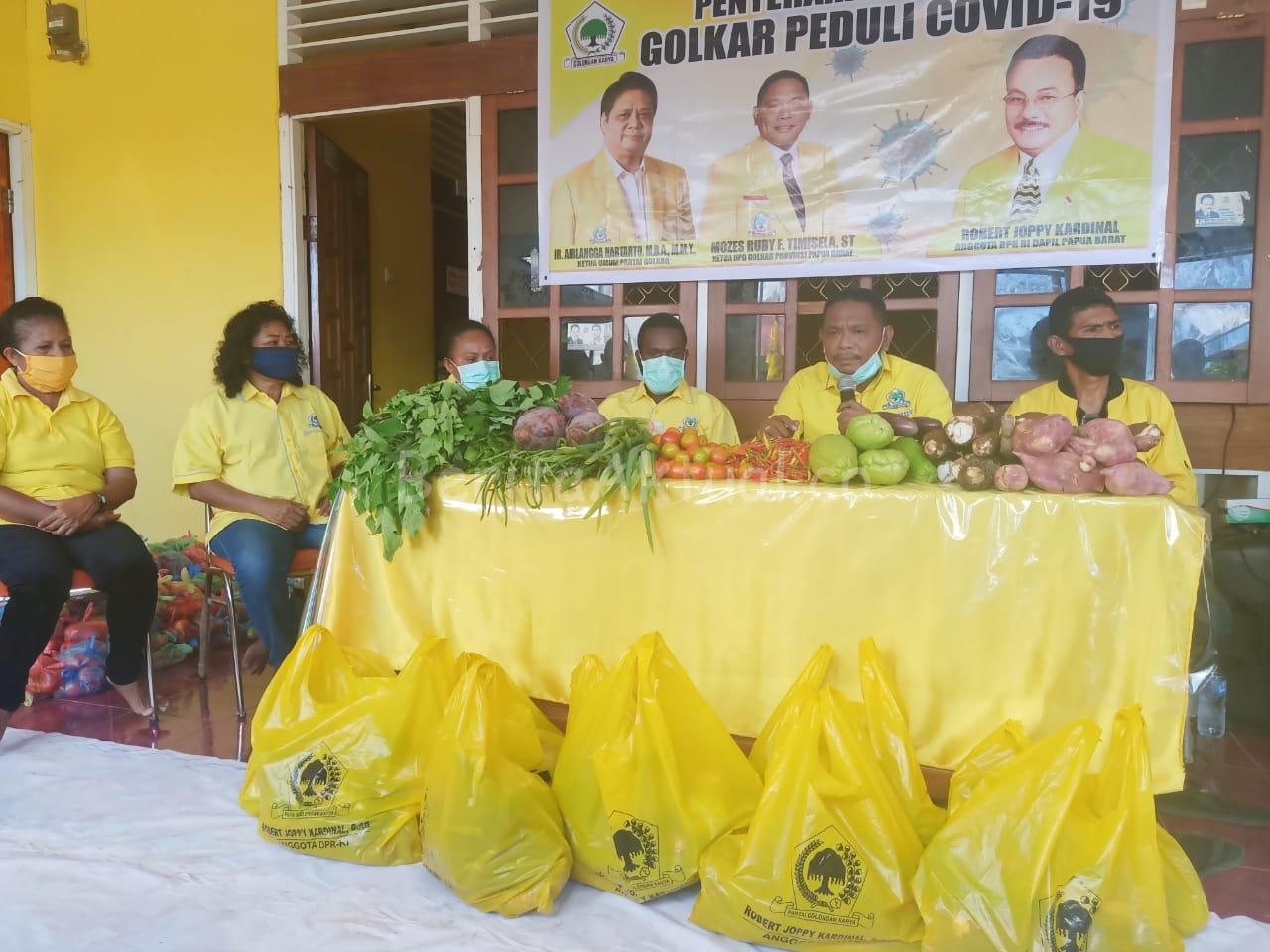 DPD Partai Golkar Papua Barat Bagi 1.000 Paket Pangan Lokal Untuk Masyarakat Manokwari 3 IMG 20200515 WA0036