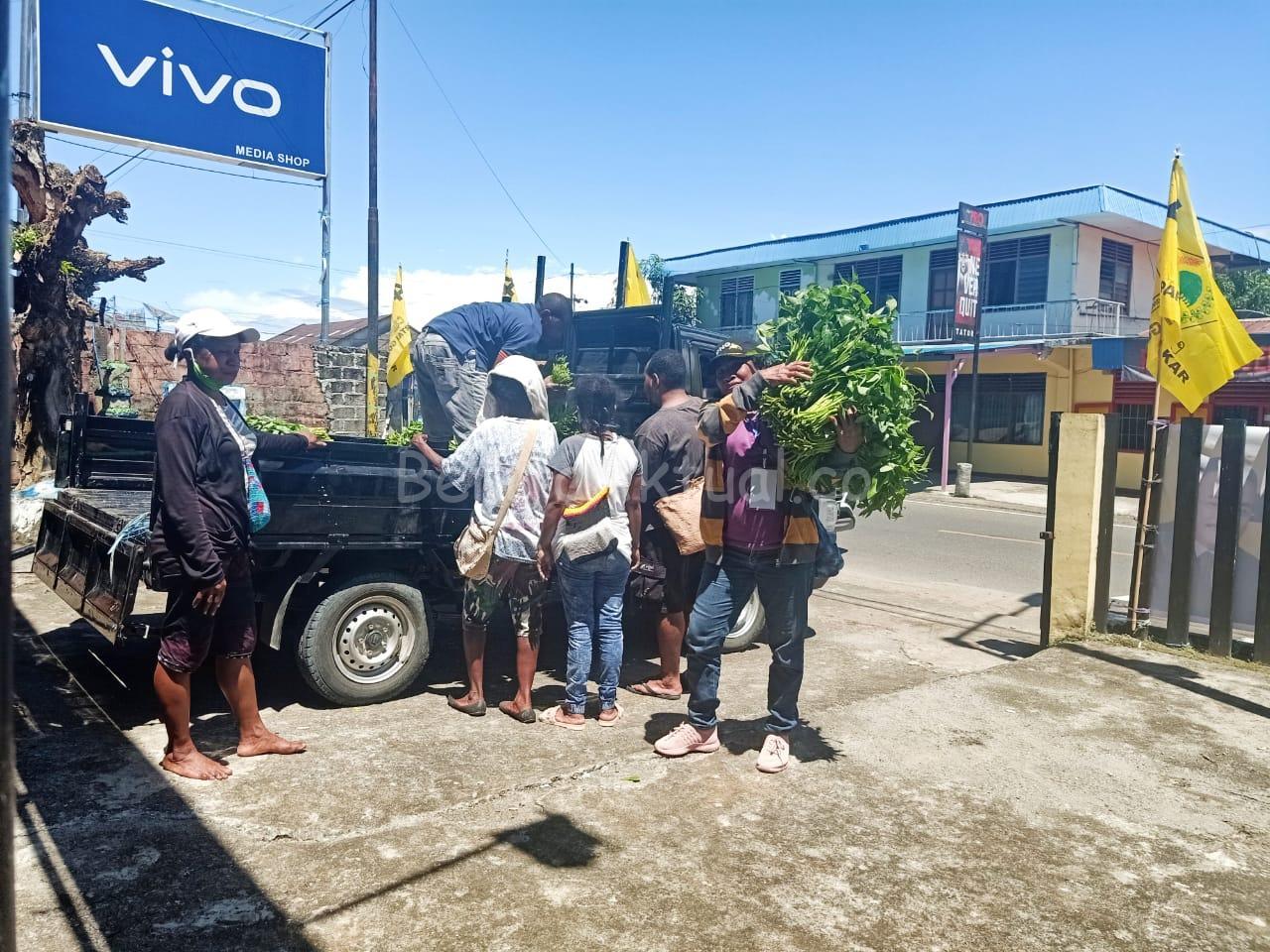 DPD Partai Golkar Papua Barat Bagi 1.000 Paket Pangan Lokal Untuk Masyarakat Manokwari 2 IMG 20200515 WA0040