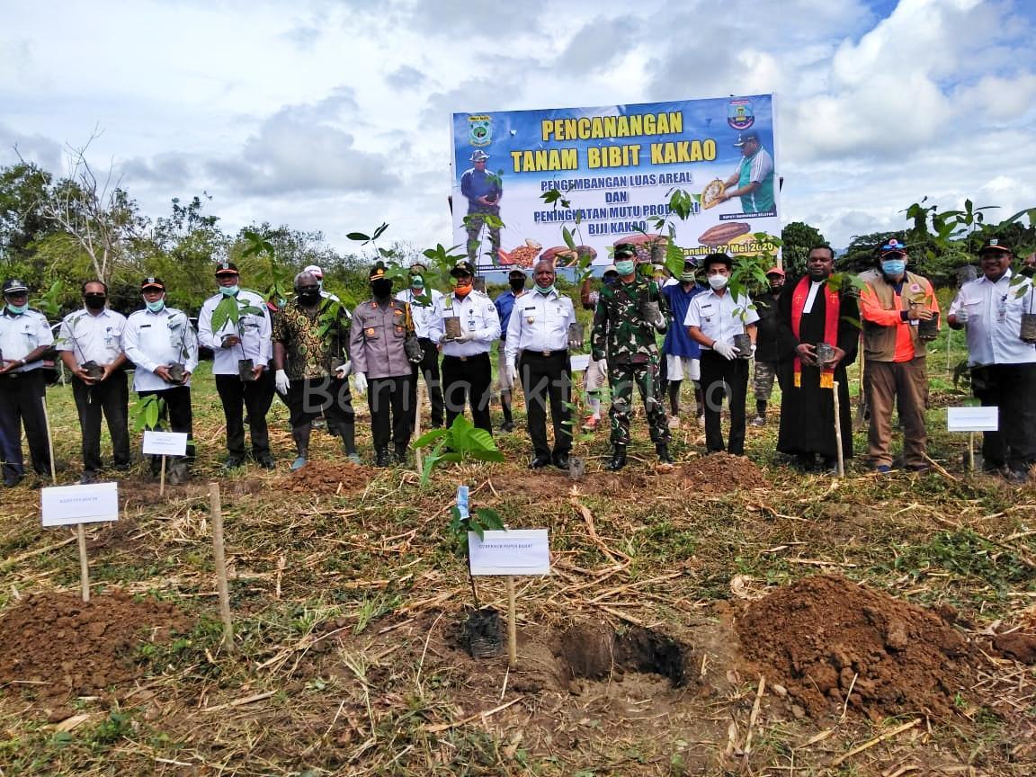 Gubernur PB Resmikan Puskesmas Rujukan di Kabupaten Mansel 2 IMG 20200527 WA0031