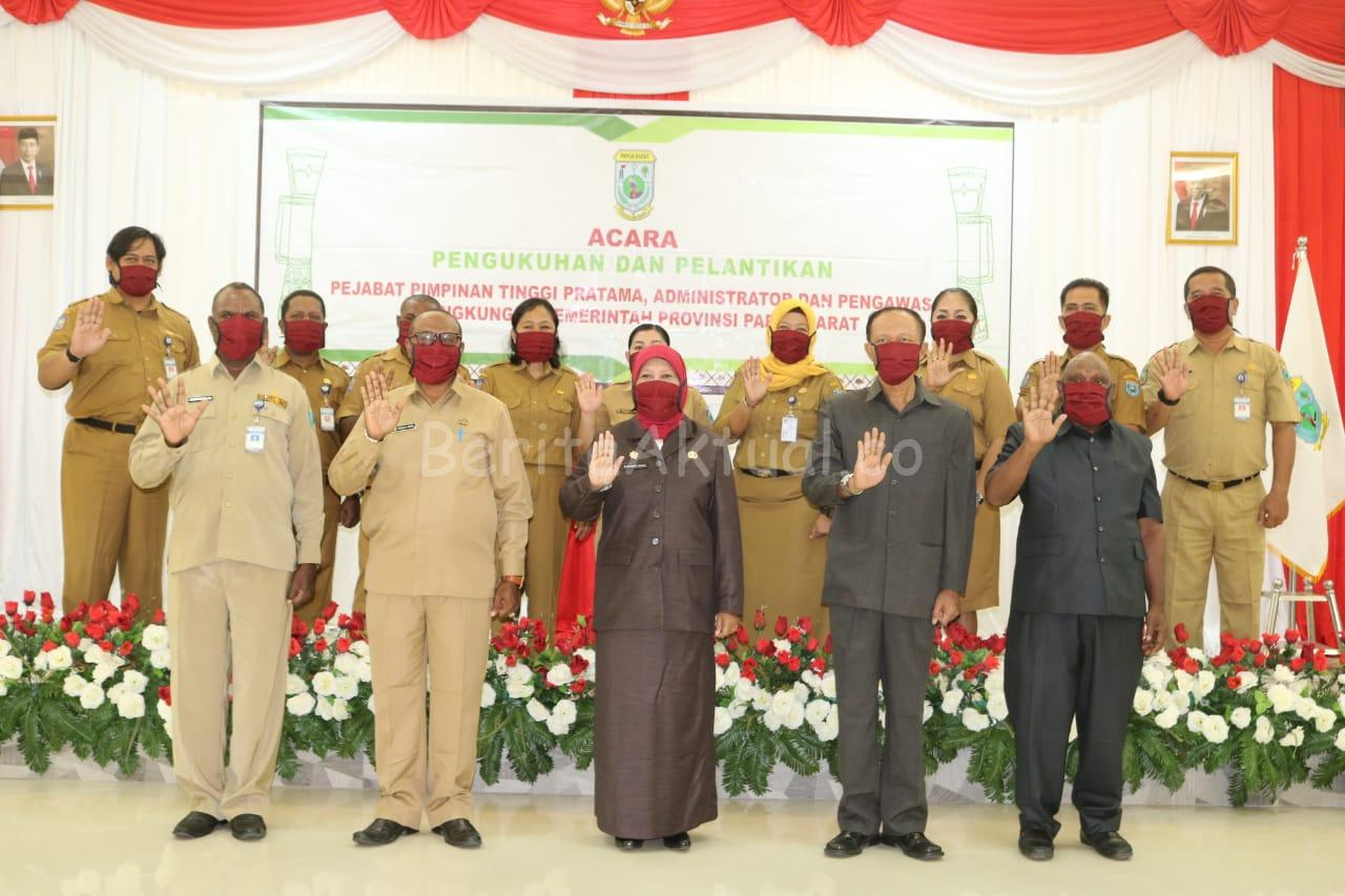 Gubernur Mandacan Lantik 17 Pejabat Struktural Kesbangpol Papua Barat 1 IMG 20200609 WA0080