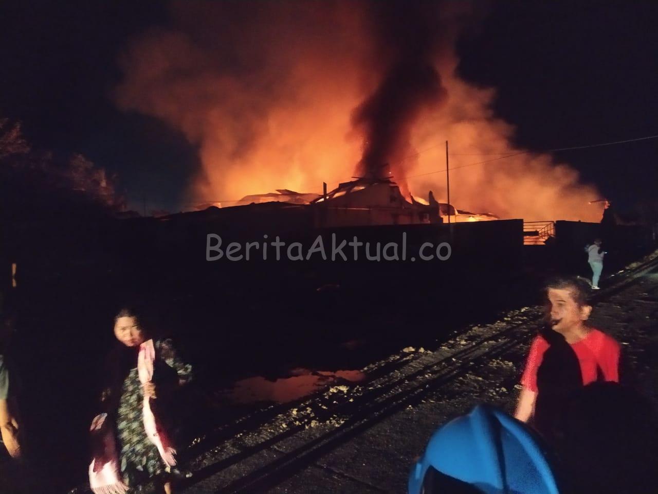 Pabrik Kasur di Kota Sorong Hangus Terbakar, Butuh 3 Jam Api Baru Bisa Dipadamkan 1 IMG 20200615 WA0003