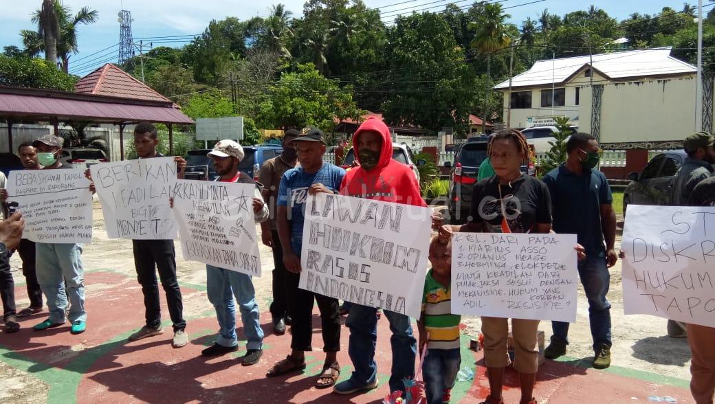 Massa Demo Kantor Pengadilan Sorong, Minta Terdakwa Pembakaran Kantor DPRD Dibebaskan 1 IMG 20200615 WA0027