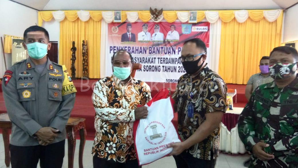 Bantuan 5000 Bapok Dari Presiden Tahap II Untuk Warga Terdampak C-19 di Kota Sorong Kembali Disalurkan 15 IMG 20200625 WA0009