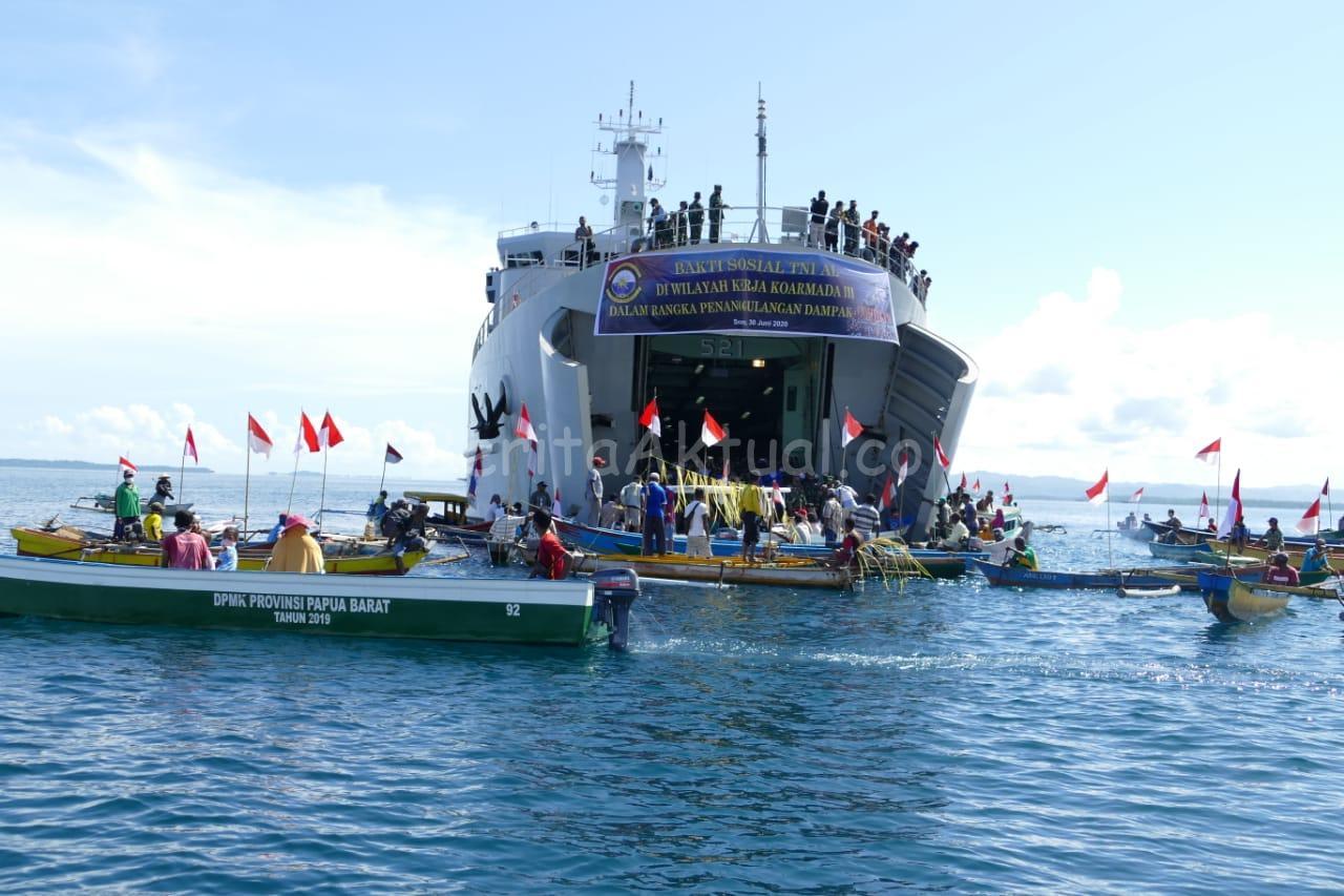 Koarmada III Distribusikan Sembako Untuk Nelayan di Arar Kabupaten Sorong 4 IMG 20200630 WA0036