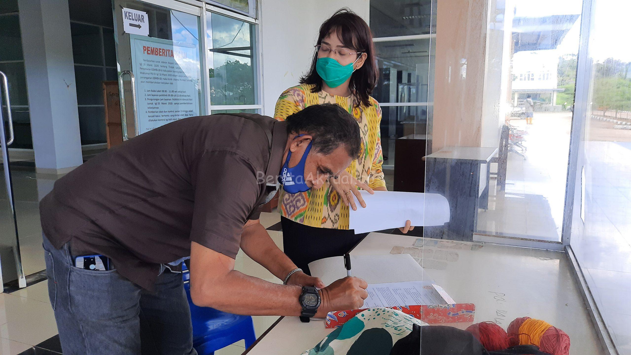 Ribuan APD Dari Robert Kardinal Untuk Tiga RS di Sorong Papua Barat di Distribusikan 2 20200703 141903 scaled