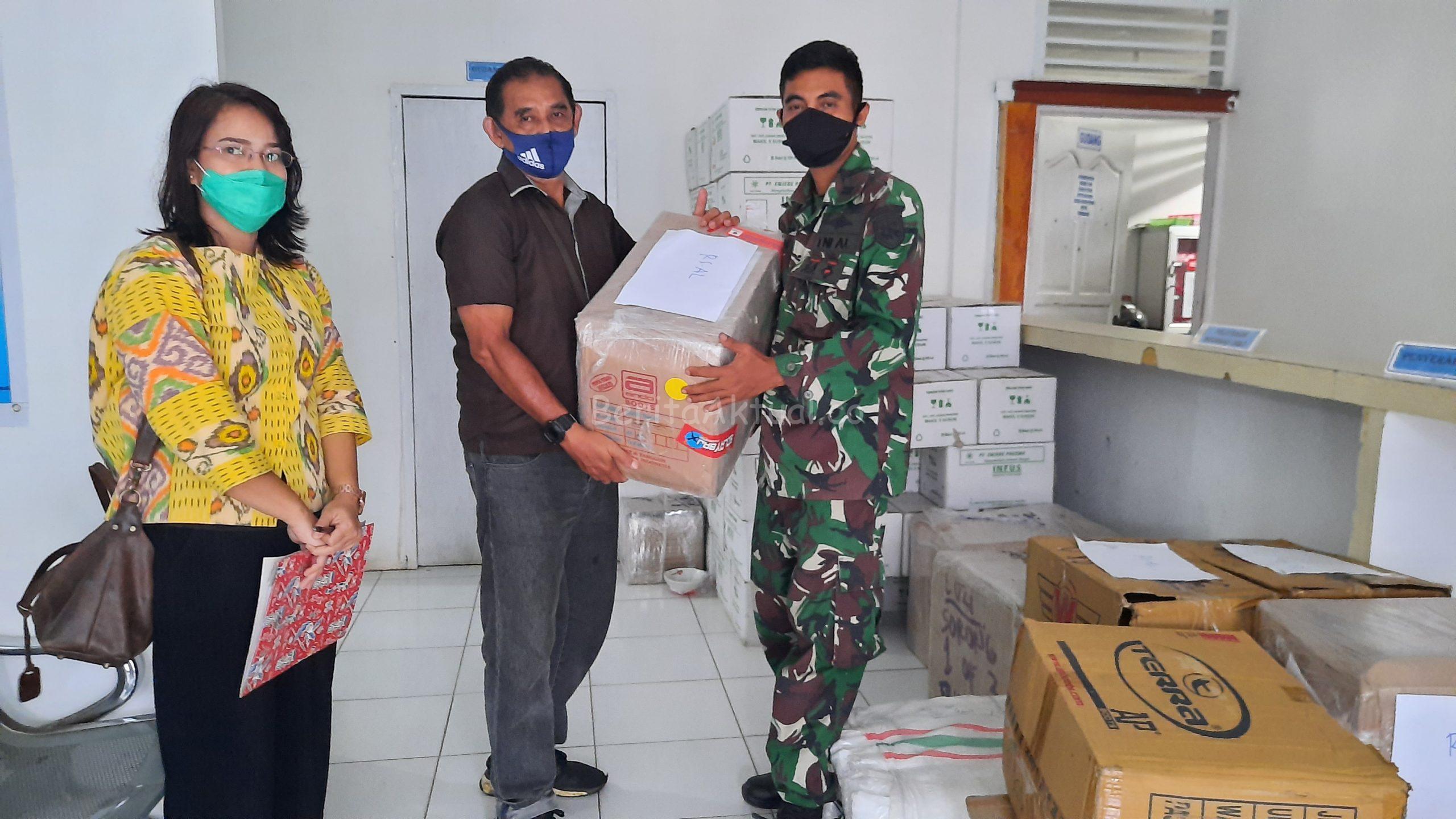 Ribuan APD Dari Robert Kardinal Untuk Tiga RS di Sorong Papua Barat di Distribusikan 4 20200703 153956 scaled