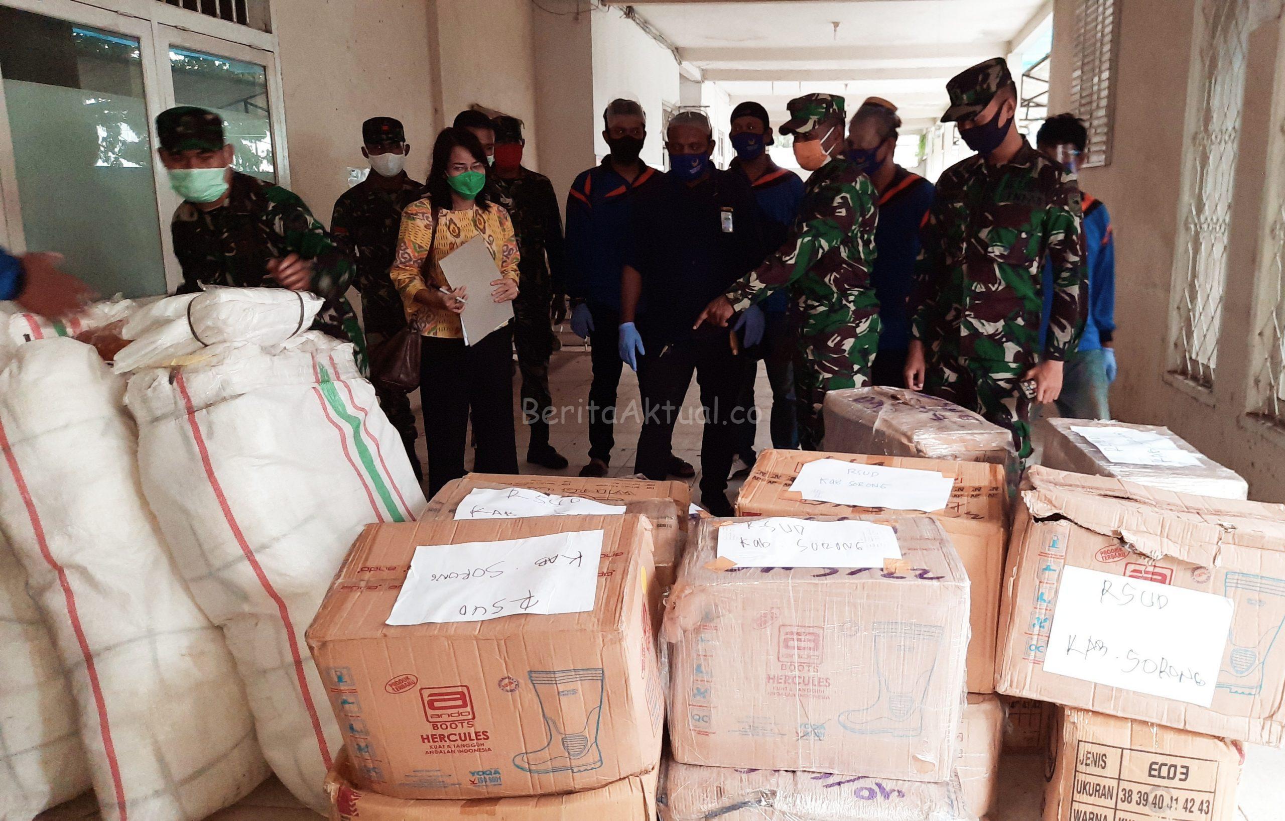 Rico Sia Salurkan Ribuan APD ke Rumah Sakit Darurat Covid-19 Kota Sorong 2 20200704 101259 scaled