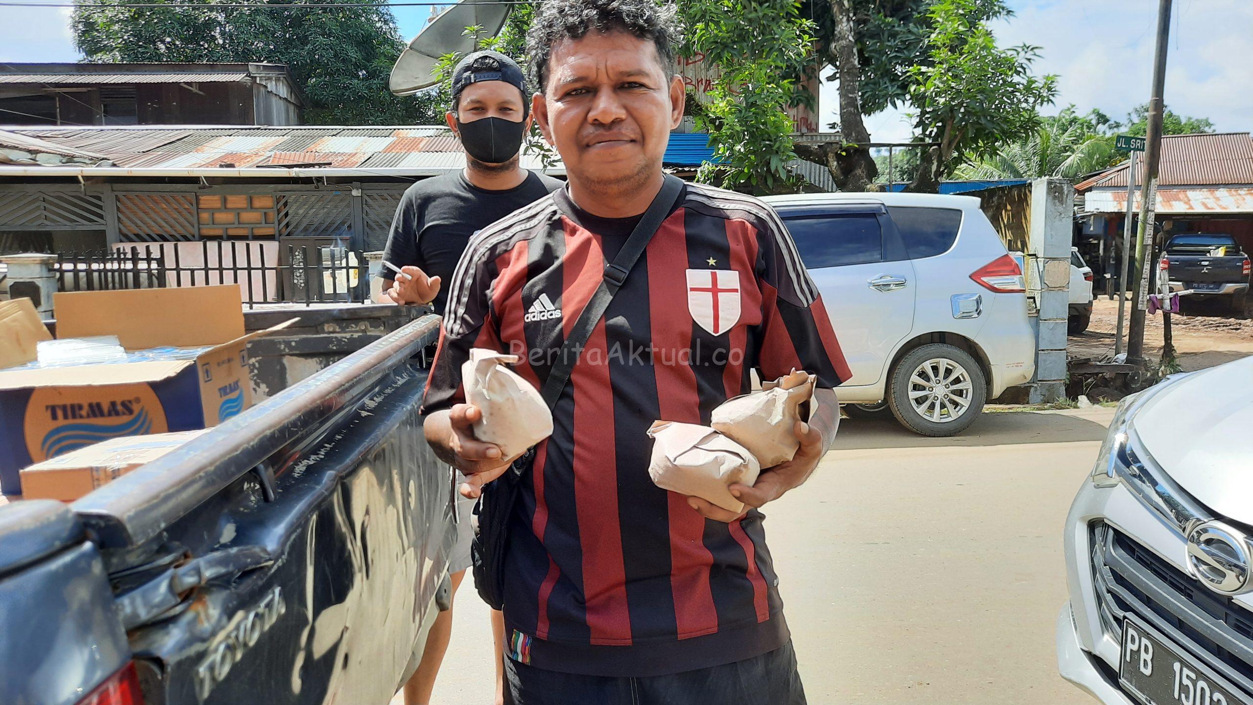 Peduli Korban Banjir, Sahabat Rico Sia Bagi Ribuan Nasi Kotak 3 20200717 135059 scaled