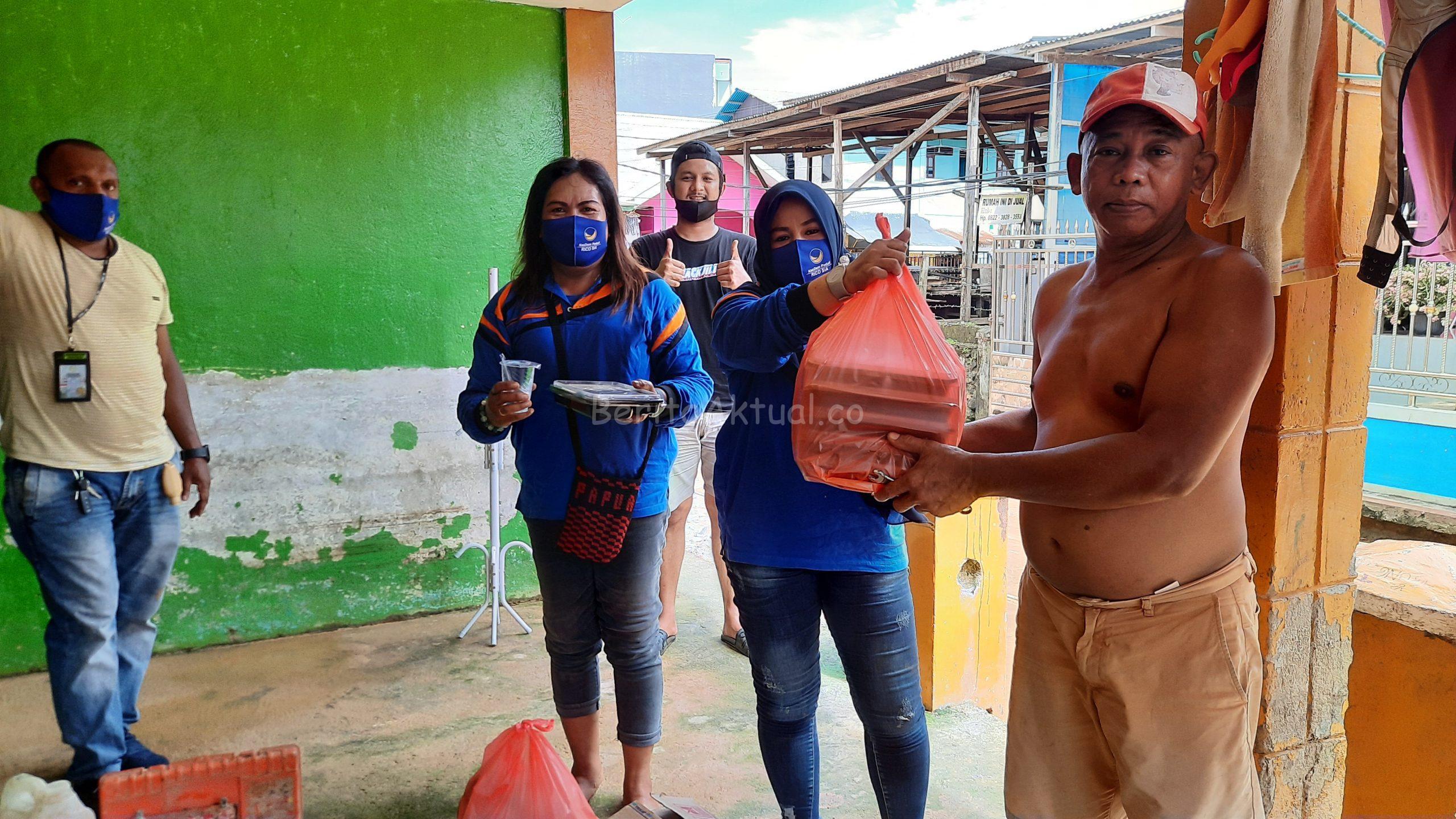 Peduli Korban Banjir, Sahabat Rico Sia Bagi Ribuan Nasi Kotak 4 20200717 141637 scaled