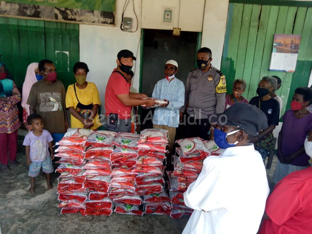 HUT Bhayangkara ke 74, Warga Kokoda di Kilo 9 Kota Sorong Terima Sembako 4 IMG 20200701 WA0026