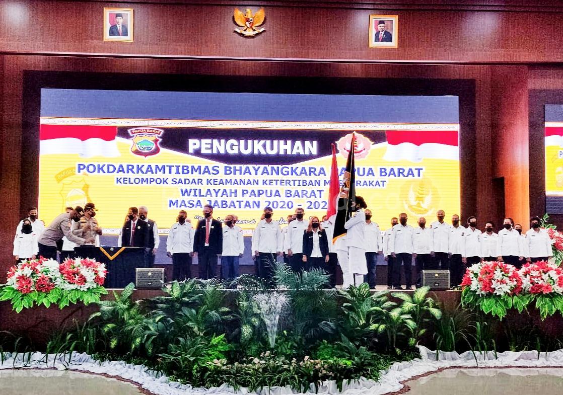 Gubernur Mandacan Kukuhkan Pokdarkamtibmas Bhayangkara Papua Barat 1 IMG 20200720 WA0033