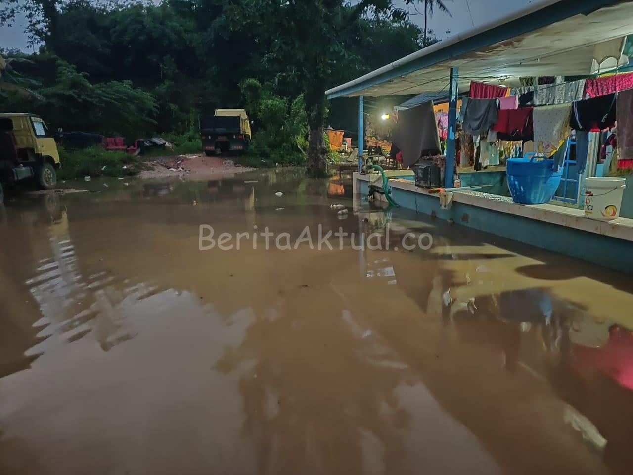 Sorong Diguyur Hujan Deras, Jalan Sungai Maruni Kembali Terendam Banjir 2 IMG 20200720 WA0044