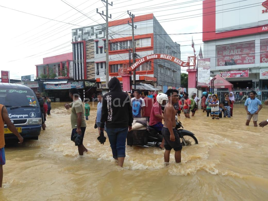 Jalan Melati Raya Macet Total Akibat Diguyur Hujan Semalaman 1 IMG 20200725 WA0002