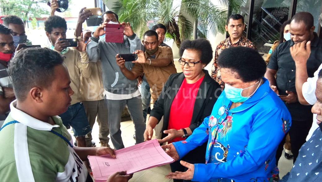 Tuntut Pemerintah Tuntaskan Banjir, Mahasiswa di Sorong Gelar Aksi Unjuk Rasa 1 IMG 20200728 WA0028