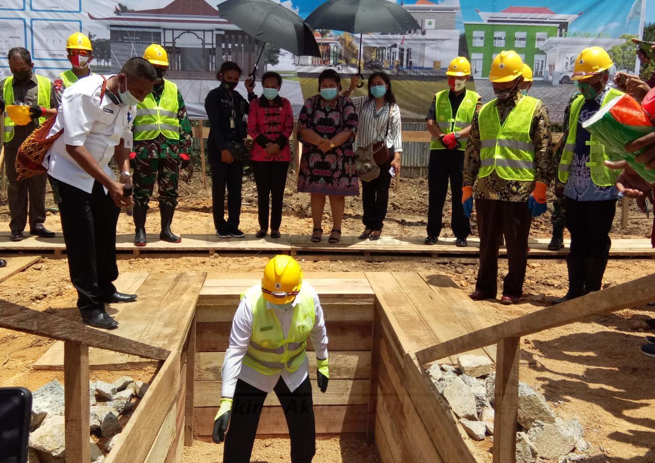 Gubernur Mandacan Letakan Batu Pertama Pembangunan Sekretariat Ikaswara Kota Sorong 1 IMG 20200819 WA0024