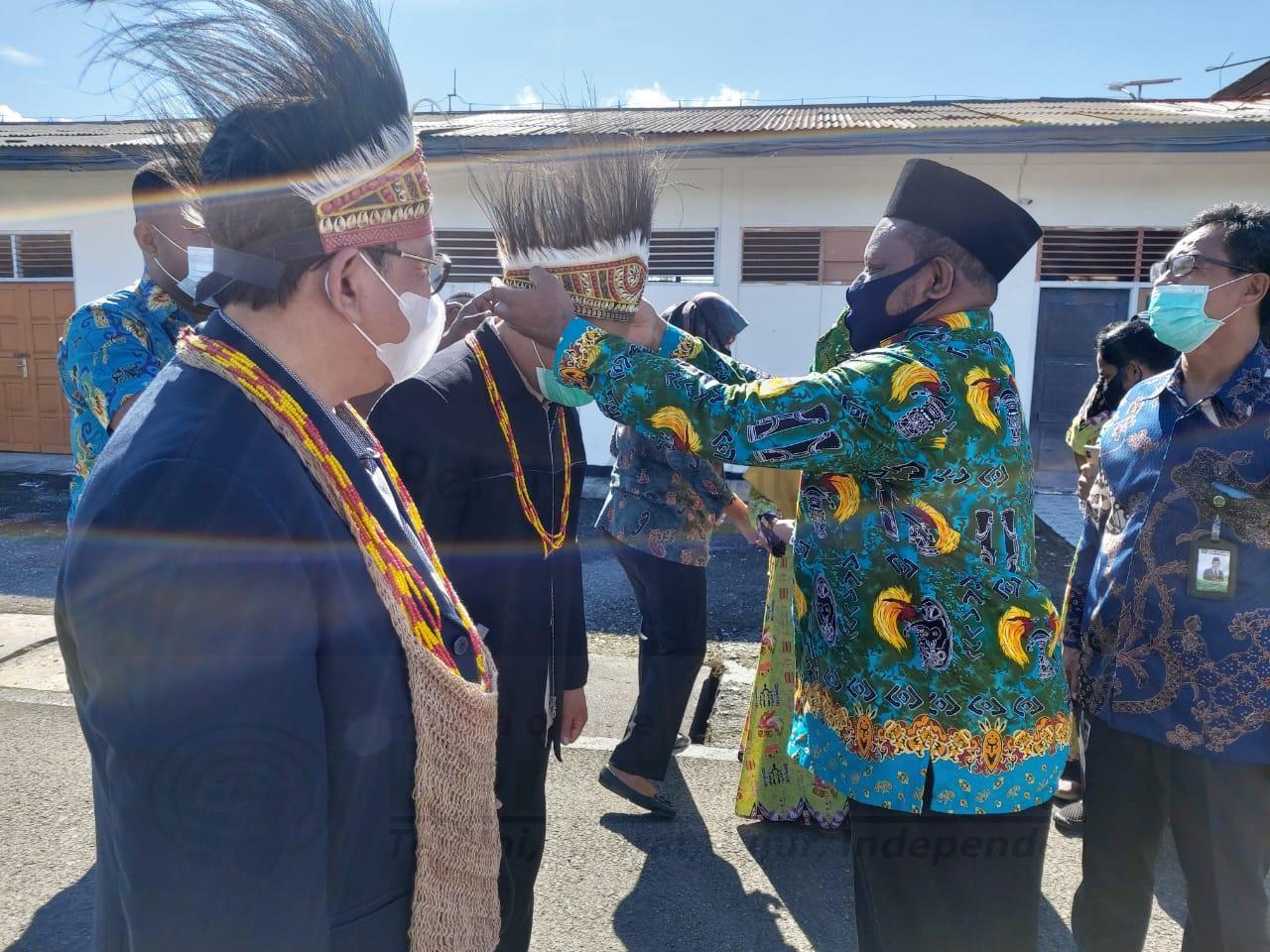 Tiba di Manokwari, Wakil Menteri Agama Disambut Prosesi Adat Injak Piring 7 IMG 20200821 WA0006
