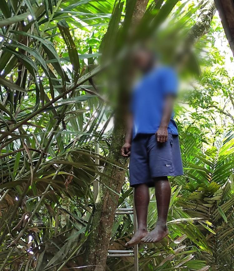 Warga KM 12 Kota Sorong Geger, Pria Ini Ditemukan Tergantung Diatas Pohon 2 IMG 20200823 WA0017