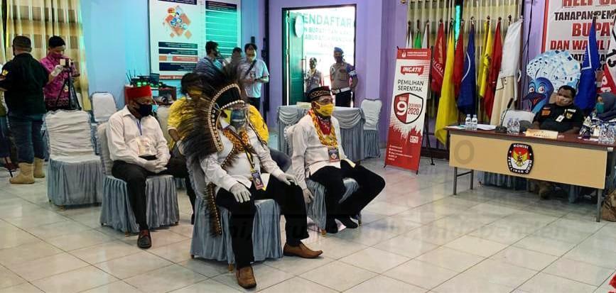 KPU Manokwari Kembalikan Berkas Pasangan SMART Untuk Dilengkapi 1 IMG 20200905 WA0000